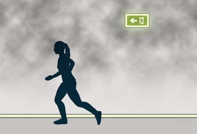§ 11-12 Figur 2: Lavt monterte ledelinjer er egnet i rom med røyk.