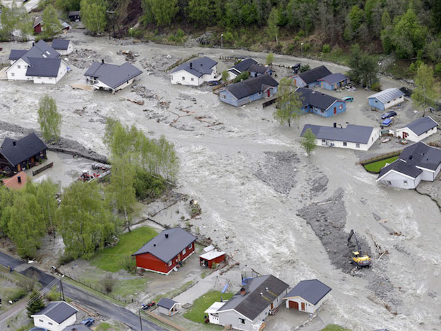 Bilde 4.2. Kvam i Gudbrandsdalen 2013. Store nedbørsmengder førte til flaum og store øydeleggingar. Foto: NTB Scanpix